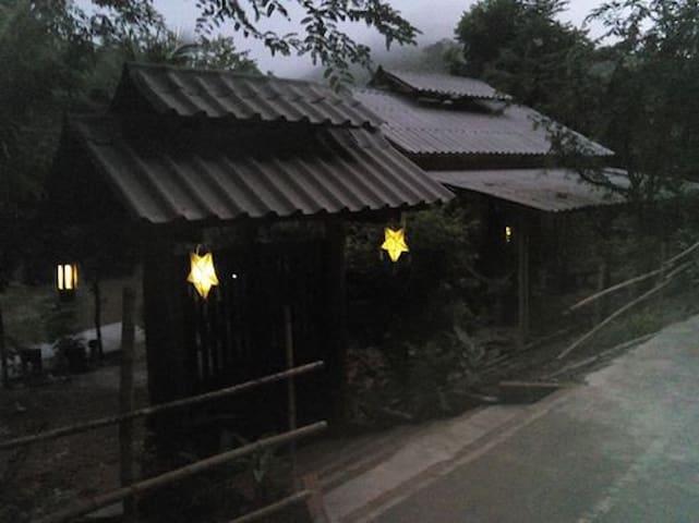 บ้านน้ำเพียงดิน - Tambon Chong Kham - Talo