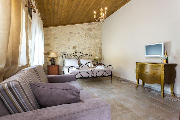 Independent bedroom with en-suite bathroom