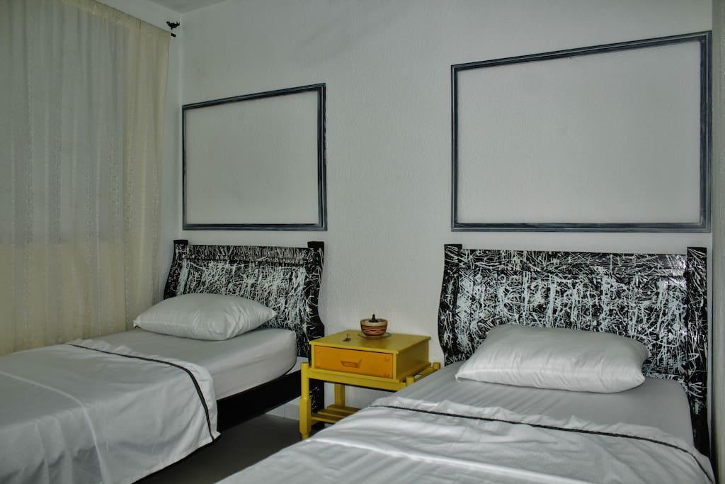 Casa atelier cultura habitaci n 2 camas sencillas casas - Habitacion 2 camas ...