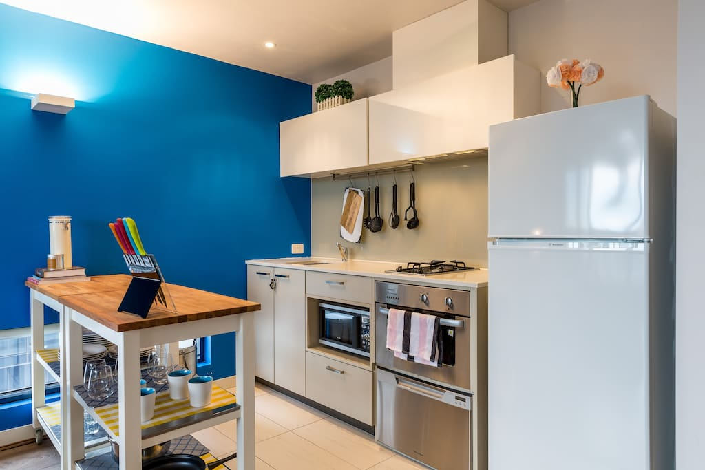 Fully equipped kitchen with gas stovetop and full sized fridge (AND freezer!)
