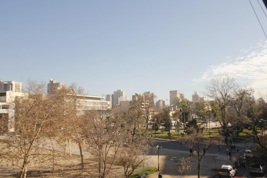 Vista de la terraza del departamento, hacia el Parque Bustamante.