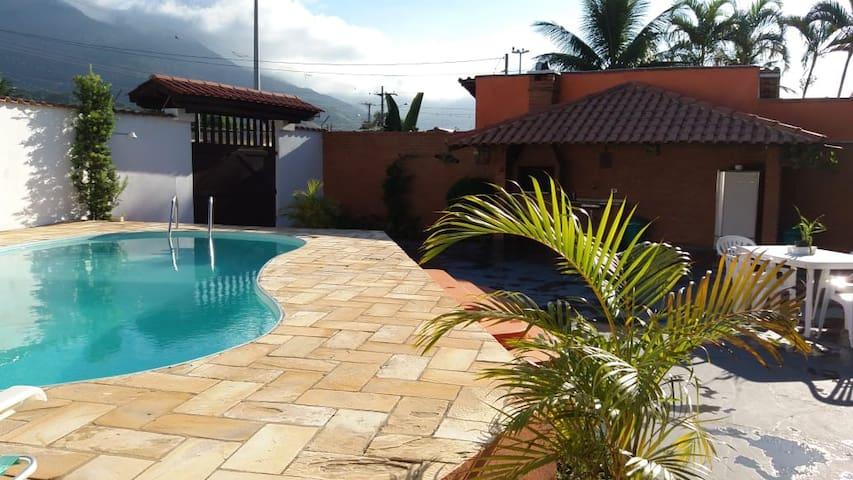 Casa com Piscina em São Sebastião