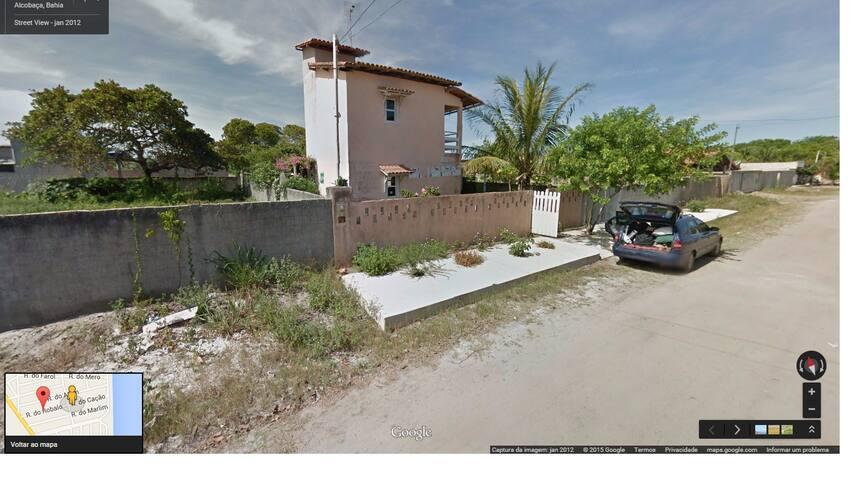 Casa a um quarteirão da praia em Alcobaça-BA