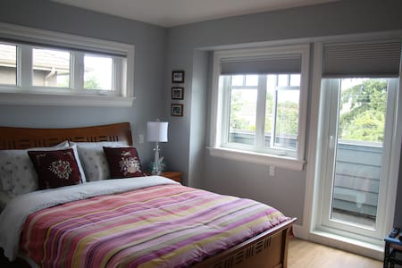 Bed & breakfast D- close to buses and attractions - Vancouver - Bed & Breakfast