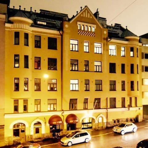 Kaksio keskustassa, Suomalaista Jugendia.