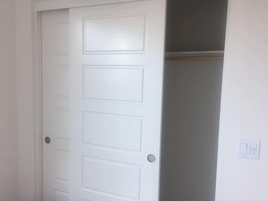 1st Floor Bedroom / 一樓套房的衣櫃