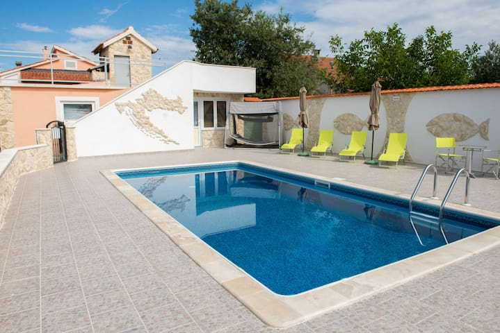 Comfortable and stylishly furnished holiday home - Vodice - Casa de camp