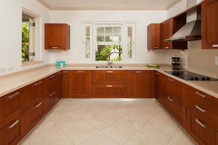 Your Perfect Caribbean Home in Classic Colonial Style - Mullins