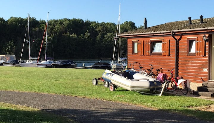 Cosy chalet on the Waterfront (5p)