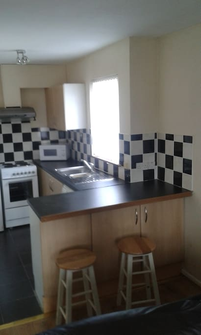 Fully equipped kitchen - tea & coffee supplied