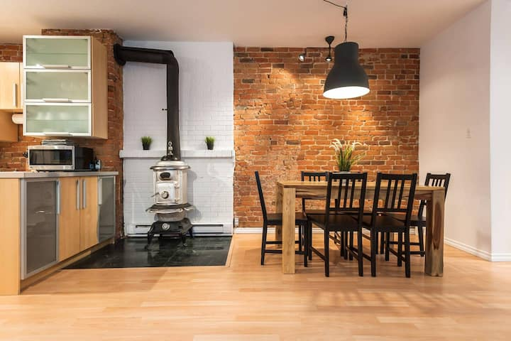 Vintage Stove Apartment with Private Courtyard