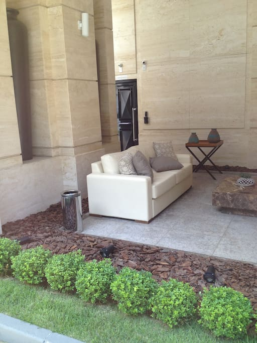 Front entrance seating area