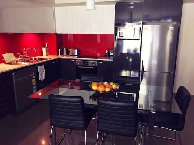 Single Room in a Quality Apartment Complex - East Perth - Apartment