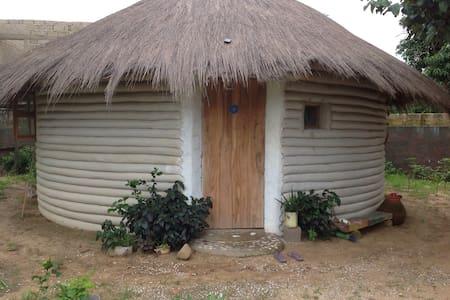 Ecodome in permaculture garden - Huis
