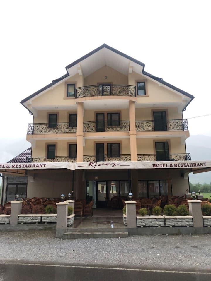 Hotel River 03