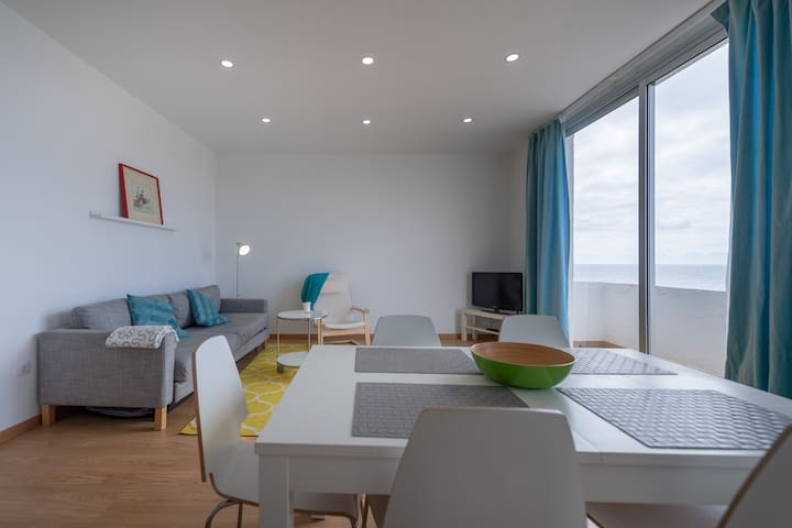 Large apartment with sea view, wifi and A/C – 2