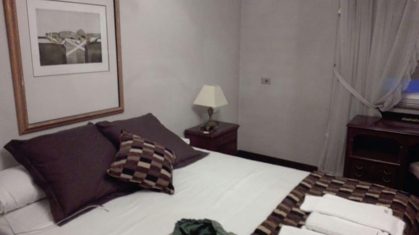 Dormitorio doble en pleno centro de León - León - Hus