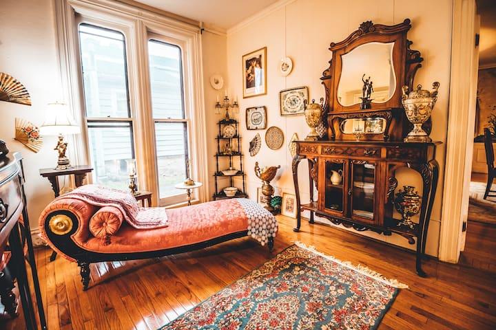 Rare Historic Seneca Falls Grand Mansion sleeps 12