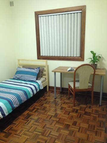Newly Renovated Bedrooms - Eastgardens - Rumah
