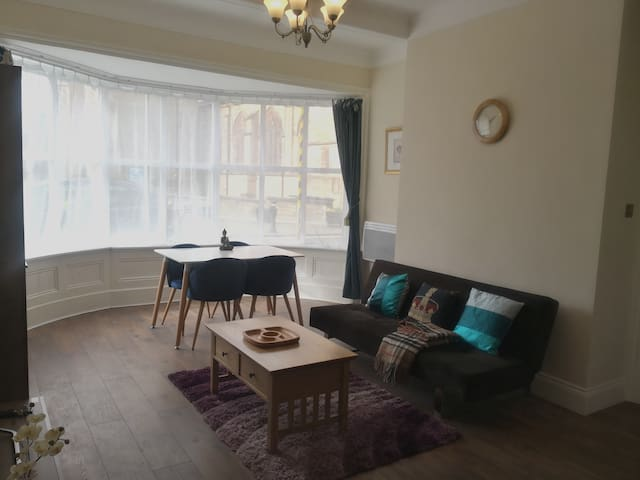 Historic & Charming Apartment in Central Downtown