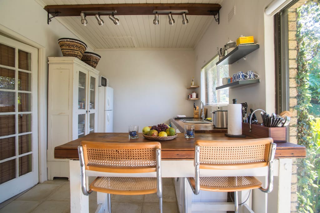 Constantia cottage chalets for rent in cape town for Kitchens western cape