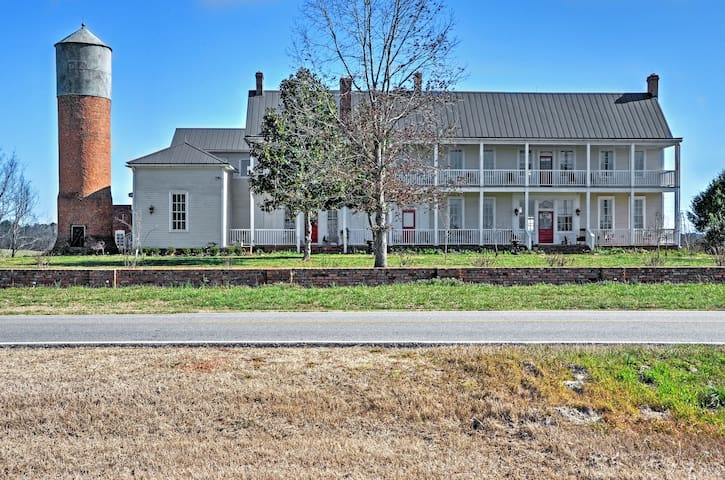 Historical 4BR Colbert House w/Large Private Deck