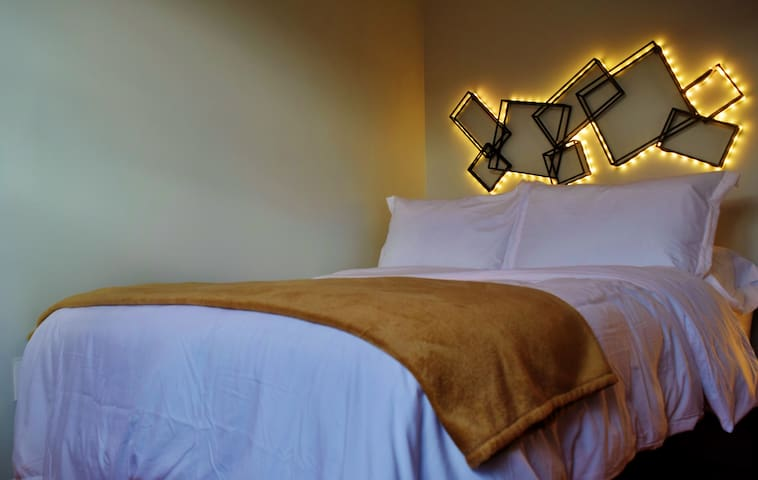 GOLDEN HOURS B&B  (10min from Times Sq.)