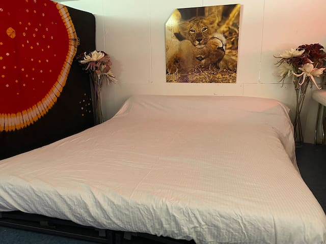 Double bed, can be separated into 2 single beds.