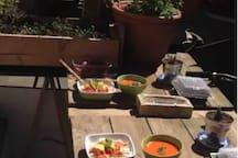 Orienté plein Sud, le soleil de midi vous accompagne gentiment au lunch