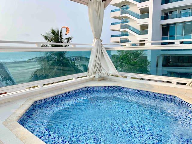 4 Plex Beach Villa,  Jacuzzi, 5 Min to Old Town
