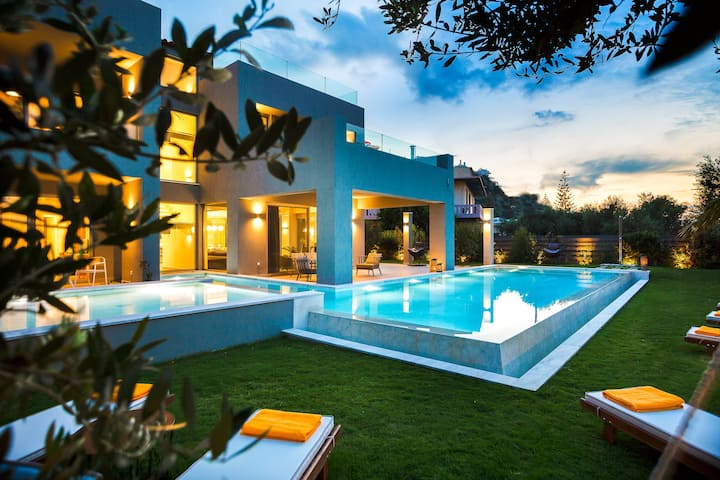 *Special offer* Villa Sissy, heated pool, beach