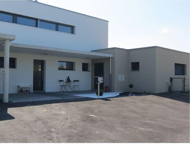 Appartement moderne dans maison (entrée séparée) - Domdidier - Appartement