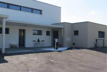 Appartement moderne dans maison (entrée séparée) - Apartemen