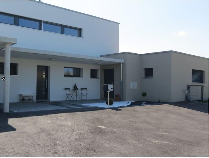 Appartement moderne dans maison (entrée séparée)
