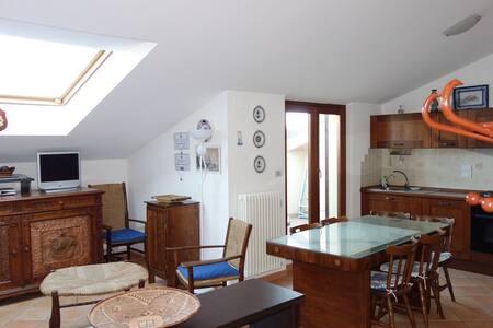 moderno appartamento centrale a 180 m dal mare - Porto San Giorgio - Lejlighed