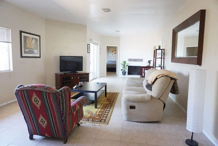 PRIVATE SPACIOUS GUEST HOUSE Over 850 sqft