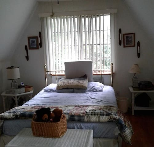 A Room Away From Home - 1 Large Bedroom