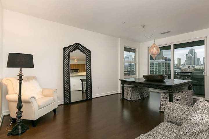 Downtown Penthouse Condo Monthly Rental