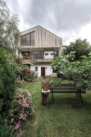 Autonome, gemütliche 4-Zimmerwohn. mit Garten