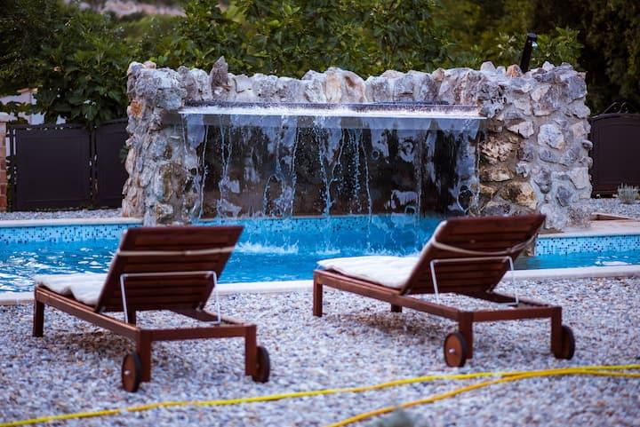 Villetta Vrbnik -  pool with waterfall