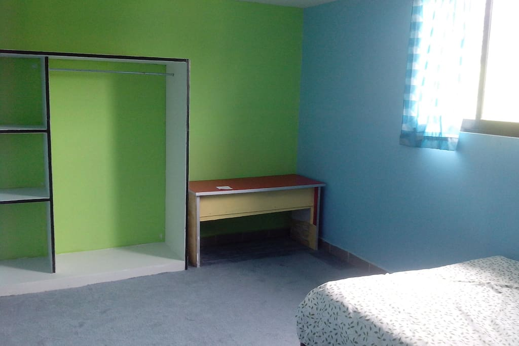 Incluye 2 personas cuartos privados oriente for Alquiler de habitaciones para 3 personas