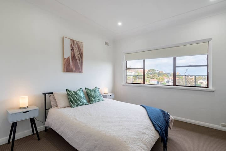 LARGE Queen Size  Sunny Room Rose Bay/North Bondi