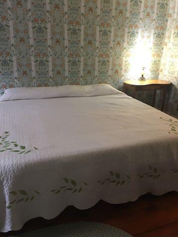King bed Bedroom 2