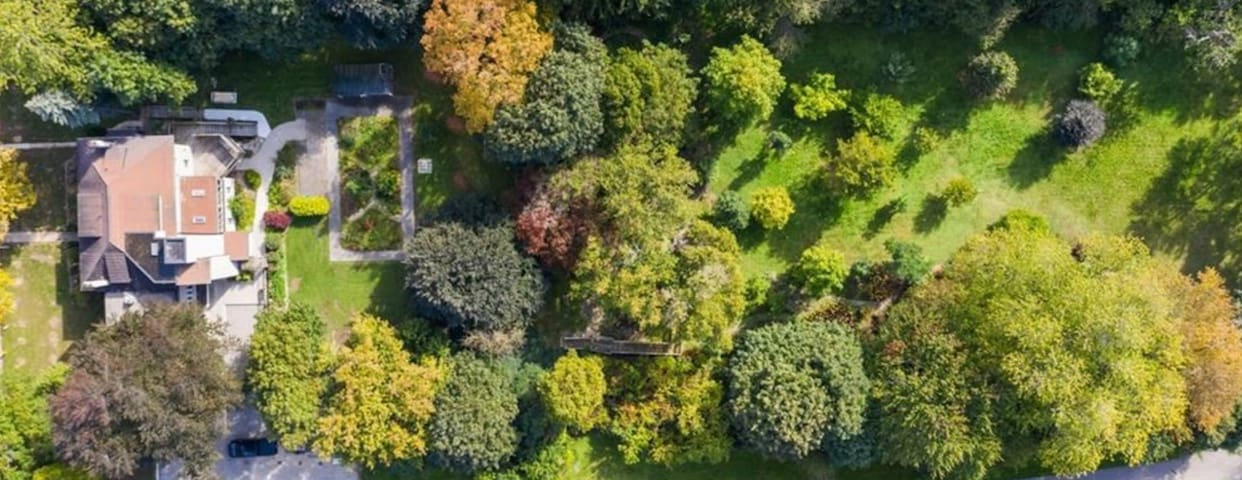 g2 acres of park settin