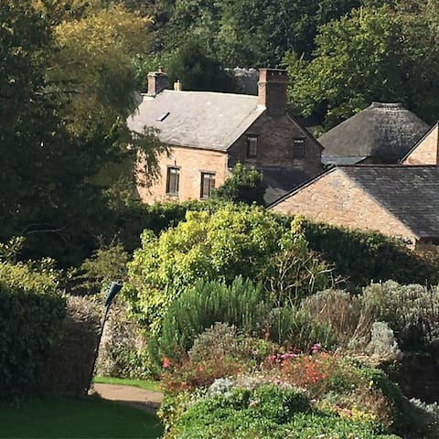 Stancombe Farmhouse - 16th Century stone farmhouse