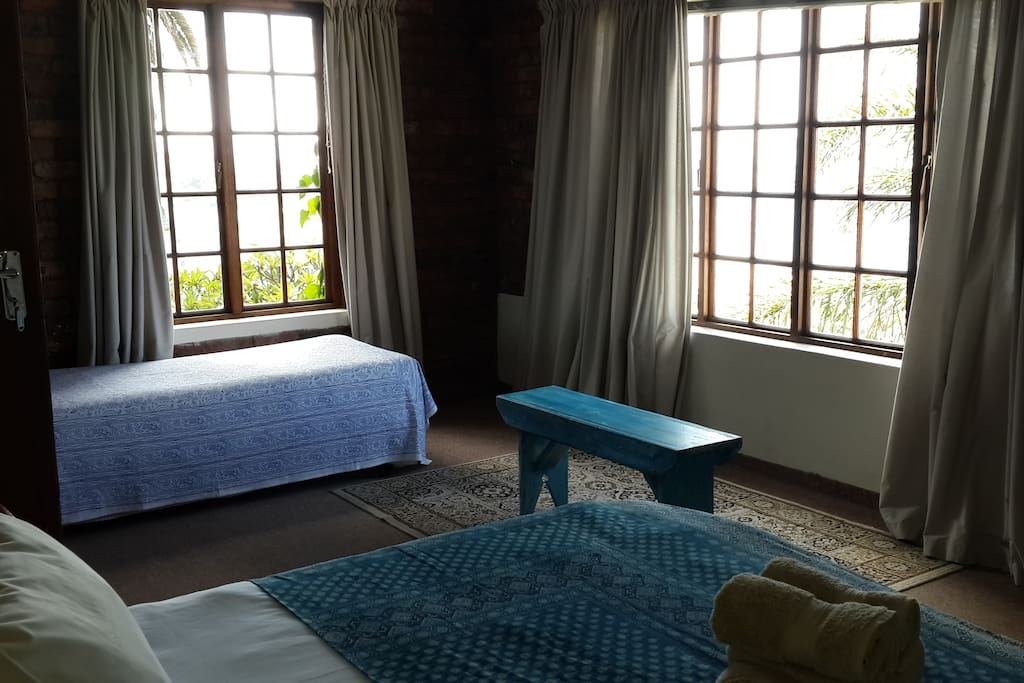 Main bedroom with 2 single beds & day bed