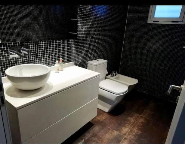 Baño de recepción planta baja