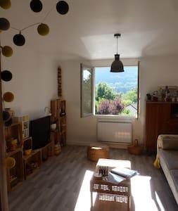 Appartement , 5mn d'Aurillac, RDC sur terrasse - Saint-Simon