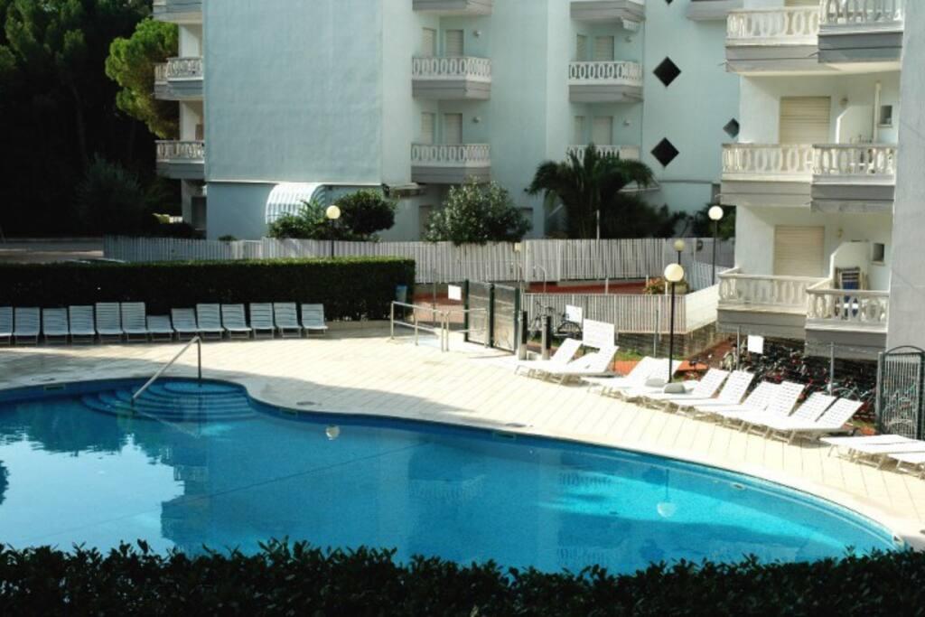 Esterno piscina   Exterior swimming pool
