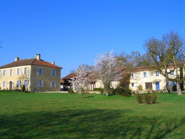 Gite domaine de Sonnard Piscine chauffée - Castéra-Verduzan - Appartement